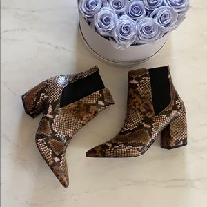 Shoes - Reptile Pointed Toe Boots!